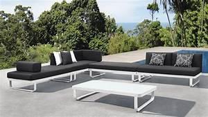 Salon Rotin Exterieur : meuble jardin table de jardin ronde maisonjoffrois ~ Teatrodelosmanantiales.com Idées de Décoration