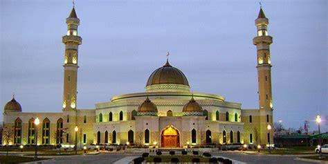 Wanita Yang Sedang Datang Bulan Ragam Sedang Khidmat Ibadah Tarawih Atap Masjid Runtuh