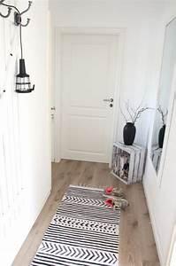 Die besten 25 teppich schwarz ideen auf pinterest for Balkon teppich mit tapete selber machen