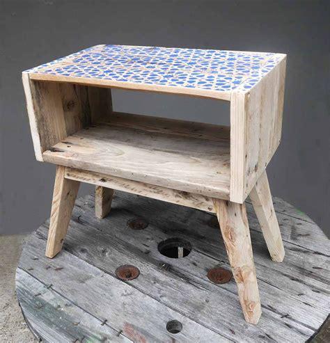 Table De Nuit Palette by Table De Chevet En Bois De Palette Avec Un Motif