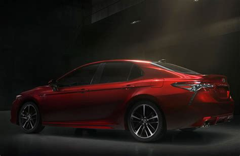 features  standard    toyota camry xse