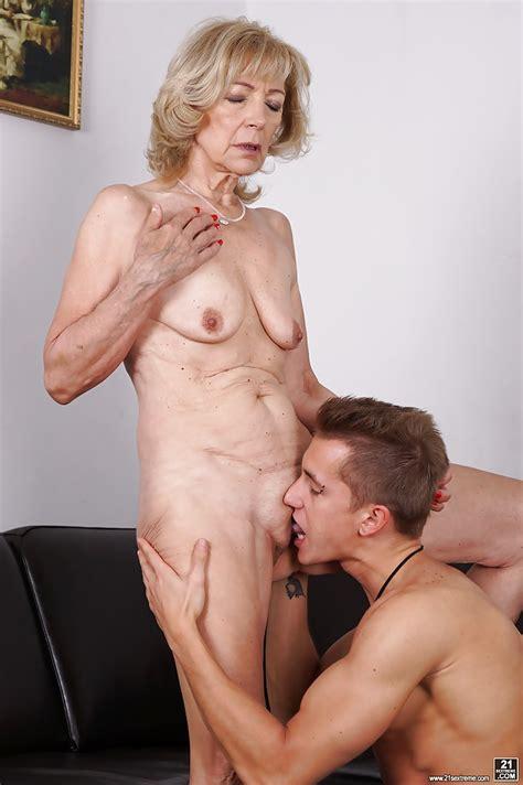 Licking Granny Pussy Marcodotato