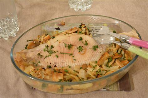 cuisiner la saumonette aile de raie au four vin blanc et chignons au fil du thym