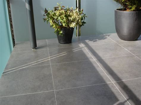 Fliesen Auf Fliesen Auf Terrasse by Fliesen Und Plattenverlegung Im Au 223 Enbereich Balkon