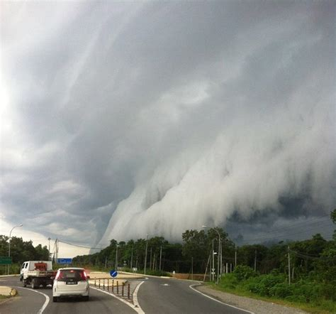 malaysians shocked  tornado  clouds