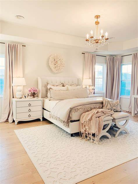 Gorgeous christmas bedroom decor idea with rustic beauty [from: Master Bedroom Decor: a Cozy & Romantic Master Bedroom ...