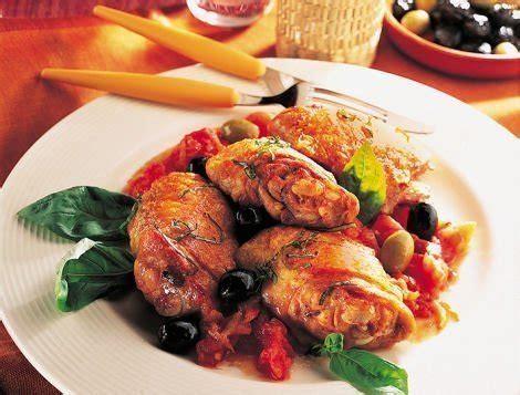 cuisiner le coq poulet aux olives et à la tomate recette du quotidien