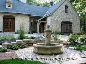 Installer une fontaine en pierre dans son jardin for Plan de petite maison 10 installer une fontaine en pierre dans son jardin