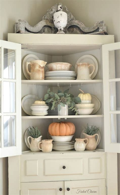 How To Decorate Cupboard by 27 Best Country Cottage Style Kitchen Decor Ideas And