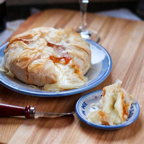 The sheets are normally in two sealed rolls per box. Pouring out of crisp, flaky phyllo dough with apricot jam: | Baked brie, Fruit recipes, Food recipes