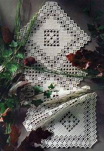 Crochet Table Runner  U22c6 Crochet Kingdom  10 Free Crochet