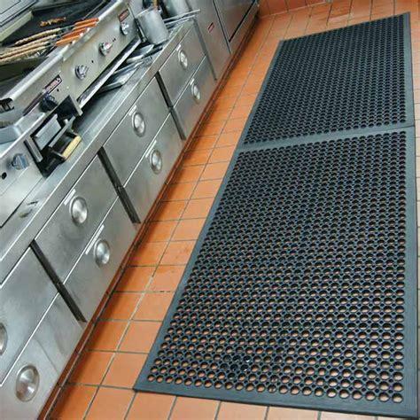 rubber kitchen tiles quot dura chef 1 2 inch quot rubber comfort mats 2033
