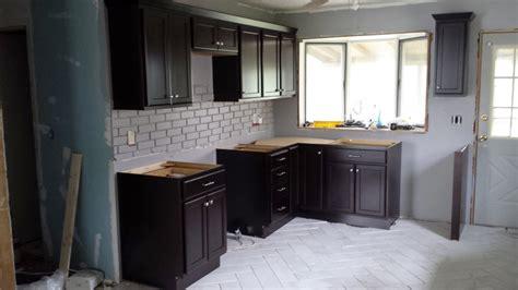 exemple de cuisine avec ilot central carrelage mural cuisine gris meilleures images d 39 inspiration pour votre design de maison