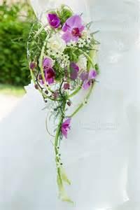bouquet de mariage bouquet de fleur mariage fleurs blanches armes et roses mariage orchidée bouquet original