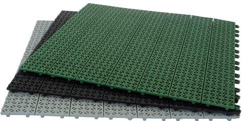 tappeto antitrauma per esterni pavimentazione in plastica flessibile modulare multi p giwa