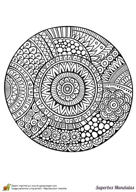 coloriage dun superbe mandala circulaire avec beaucoup de