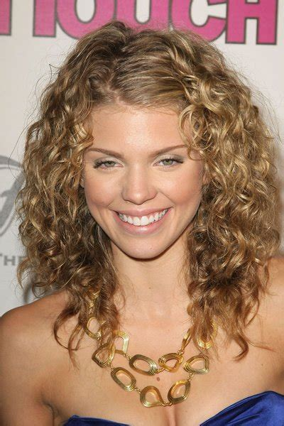 short curly haircuts  ladies trends