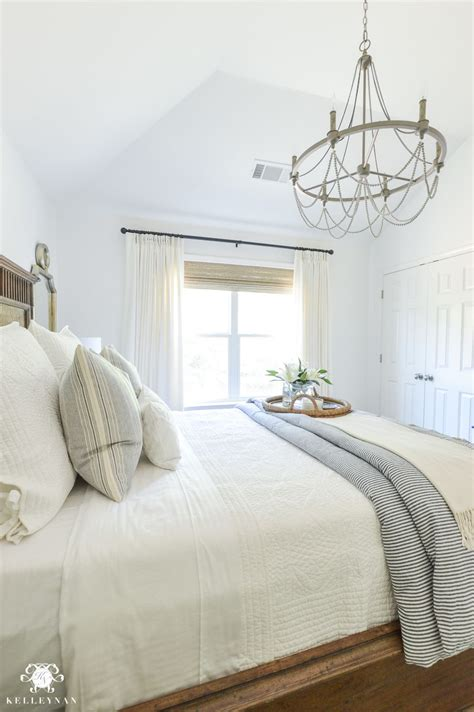 White Bedroom Chandelier by One Room Challenge Blue And White Guest Bedroom Reveal
