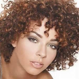 Coupe Courte Cheveux Bouclés : cheveux boucles courts ~ Melissatoandfro.com Idées de Décoration