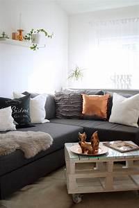 Wohnzimmer Mit Brauner Couch : wohnzimmer deko couch ikea kupfer weiss grau fuchs palettentisch 4 lavie deboite ~ Markanthonyermac.com Haus und Dekorationen