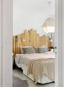 Faire Une Tête De Lit En Bois : d co de chambre avec une t te de lit faite en palette bois ~ Teatrodelosmanantiales.com Idées de Décoration