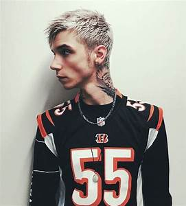 Rockin the blonde hair ~ Andy Biersack ☆ Andy Black | Oe la la