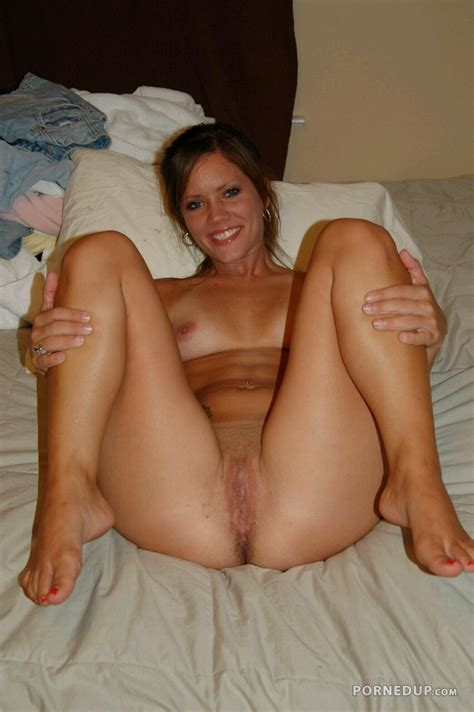 Nude Milf On Bed Porned Up