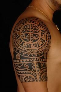 Maorie Tattoo Oberarm : polynesische maori tattoos bedeutung der tribalsmotive ~ Frokenaadalensverden.com Haus und Dekorationen
