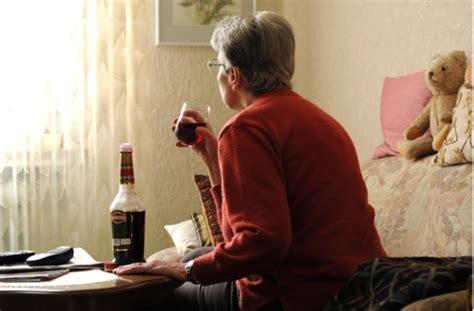 alkohol im alter opas schnaepschen wird zur zeitbombe