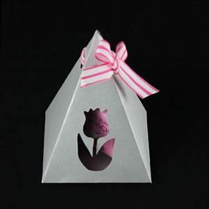 Geschenkverpackung Basteln Vorlage : pyramiden geschenkverpackung basteln plotterfreebie ~ Lizthompson.info Haus und Dekorationen