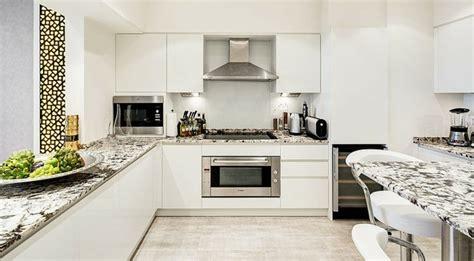 cuisine style loft luxueux appartement avec vue à dubaï vivons maison
