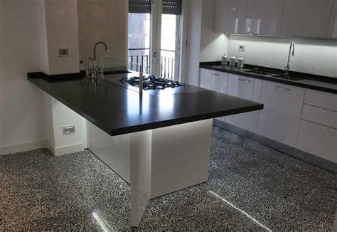 cocina  cubierta de cuarzo  piso en granitobalt
