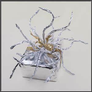 Geschenk Verpacken Folie : diy geschenke verpacken f r weihnachten basteltipp geschenkverpackung aus alu folie ~ Orissabook.com Haus und Dekorationen