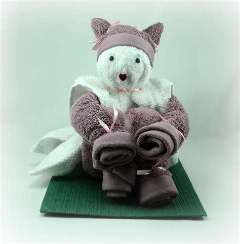 pliage de serviette de toilette les 25 meilleures id 233 es concernant pliage de serviettes de bain sur serviettes