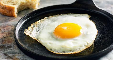 perfect fried eggs recipe  homes  gardens