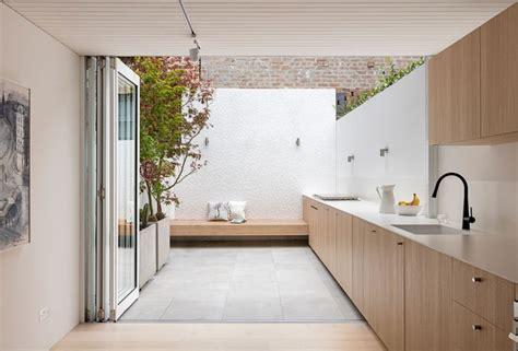 Architect Visit An Indooroutdoor Kitchen In Sydney