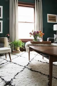 belle decoration a la maison avec le tapis shaggy blanc With tapis chambre bébé avec bouquet de fleurs noir et blanc