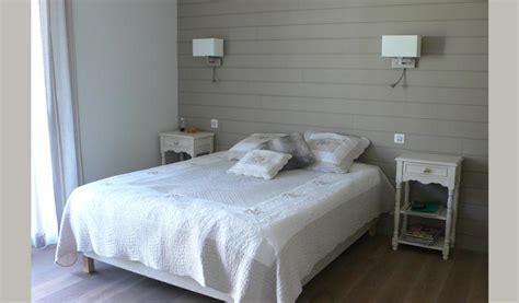 chambre avec lambris plafond lambris blanc faux plafond blanc with plafond