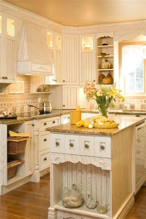 armoire de cuisine en pin 35 best armoires de cuisine images on kitchen