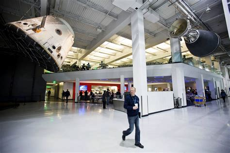 Spacex Redmond Office by Spacex Headquarters Spacex Office Photo Glassdoor