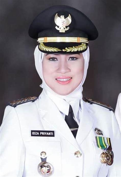 idza priyanti wikipedia bahasa indonesia ensiklopedia bebas