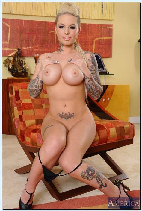 Tattooed Milf Christy Mack Flaunt Her Curves Milf Fox