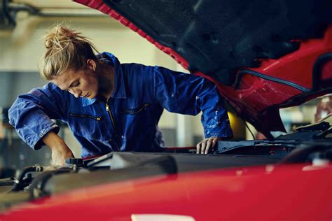 Rise of the female mechanic - industry sees 125% increase since 2011