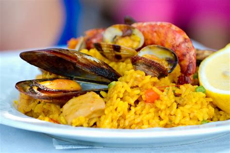 cucina spagnola paella paella mista irresistibile piatto spagnolo di carne e pesce