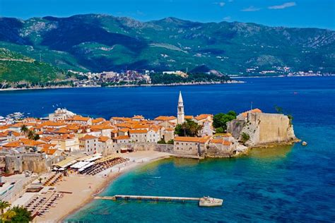 top holiday travel destinations travelling places