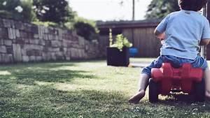 Kinderspielzeug Für Den Garten : spielzeug f r den garten 7 spielideen f r kleinkinder im sommer werbung ~ Eleganceandgraceweddings.com Haus und Dekorationen