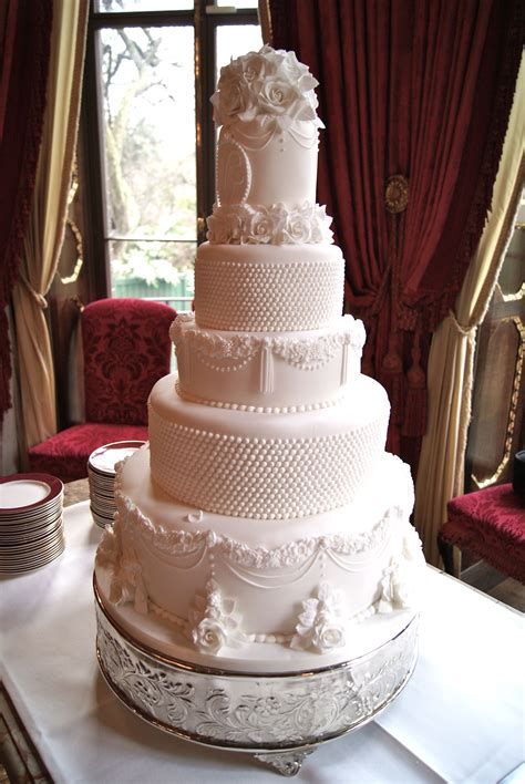 whats  cost   wedding cake hall  cakes