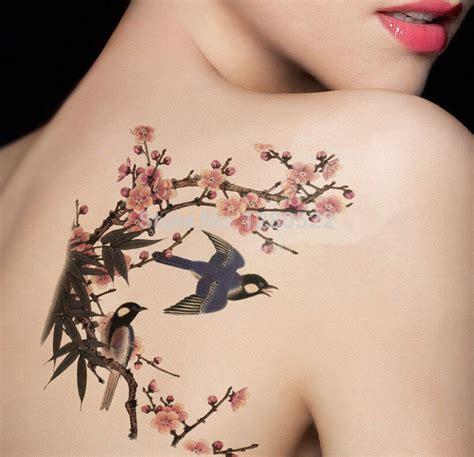 tatuaggio farfalla con fiore tatuaggi rondine significato e foto