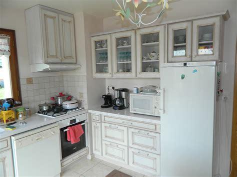 cuisine en et blanc agencement de cuisines en languedoc roussillon proche de