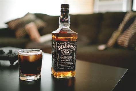 Jack Daniels Whiskey Bottle Glass Alcohol Wallpaper